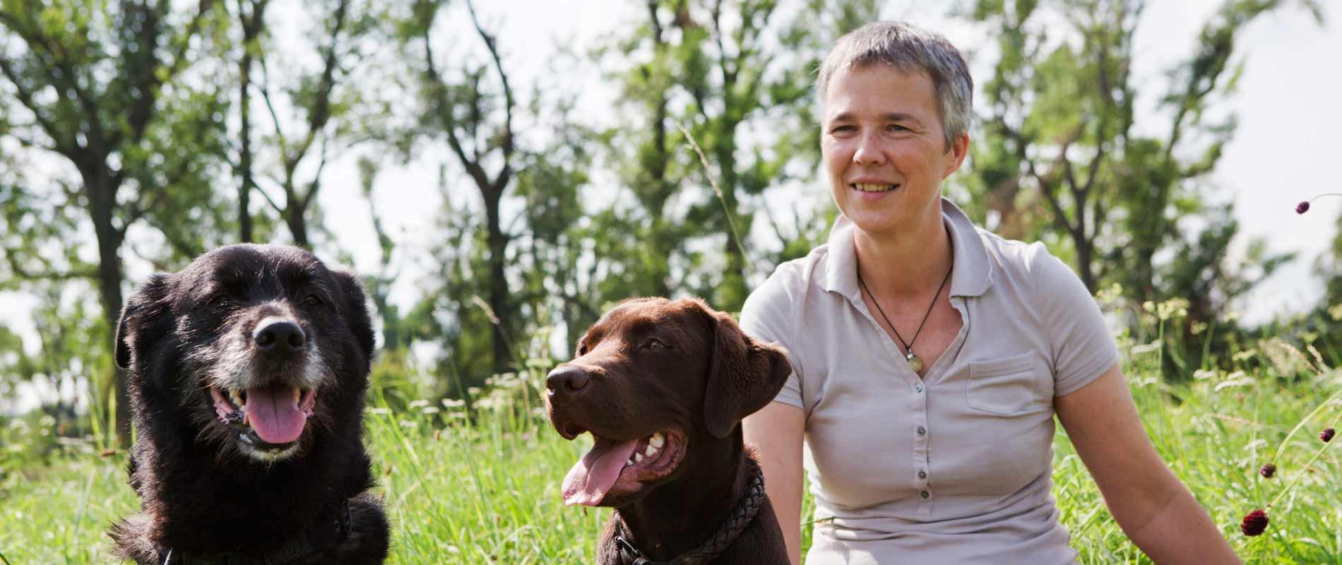Karen Fleming mit 4 Hunden
